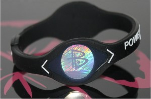 Power Balance Armband schwarz mit weisser Schrift